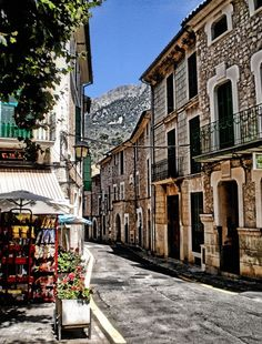 Place: Fornalutx, Mallorca / Balearic Islands, Spain. Photo by: H.H. (500px.com)