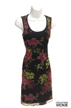 La tendance est aux fleurs, VICKIE vous propose donc sa nouvelle robe, entièrement doublée et recouverte d'un voilage fleuri extensible..:) Sa coupe est bien étudiée pour qu' elle ajuste parfaitement. Elle est idéale pour vos sorties estivales ou pour le travail. Exclusivité VICKIE. Produite entièrement en Beauce. 90% polyester, 10% spandex. Polyester, Short, Spandex, Formal Dresses, Collection, Fashion, New Dress, Floral, Stretch Fabric