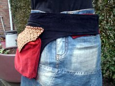 Bekijk dit items in mijn Etsy shop https://www.etsy.com/listing/226929722/one-sided-redblack-hip-bag-with-lots-of