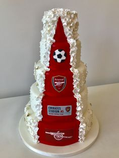 Surprise your guests with a stunning themed reveal wedding cake Luxury Wedding Cake, Themed Wedding Cakes, Themed Cakes, Liverpool Cake, Football Wedding, Soccer Cake, Birthday Photo Frame, Cake Decorating Piping, Wedding Cake Inspiration