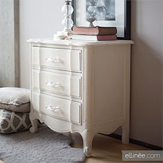Chalk Paint Furniture DIY | ... ellineedesign Give old furniture a new look by adding chalk paint