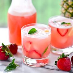 {Thirsty Thursdays} Strawberry-Pineapple Agua Frescas | Just putzing around in the kitchen