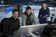 """#TheFlash 1x01 """"City of Heroes"""" - Harrison, Cisco and Caitlin"""