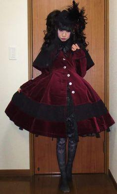 alumi-plant wearing h. Lolita Goth, Gothic Lolita Fashion, Lolita Dress, Japanese Street Fashion, Urban Chic, Visual Kei, Alternative Fashion, Kawaii, Pretty Dresses