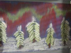 Pölypastelliliiduilla lumiset puut ja revontulet