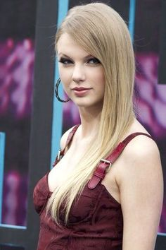 Photos of Taylor Swift, one of the hottest girls in entertainment. T-Swizzle fans will also enjoy these TMI facts about Taylor Swift's sex life and cute pictures of young Taylor Swift. Taylor Swift is the sweet and wholesome American singer-songwriter best known for her inoffensive bra...