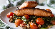Salmon Saute with Spinach and Cherry Tomatoes by Greek chef Akis Petretzikis. Add a little color and extra flavor to your salmon to make it a spectacular dish! Sauteed Spinach, Cherry Tomatoes, Superfoods, Baked Potato, Salmon, Sausage, Fish, Meat, Chicken