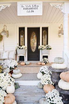 Rustic Cottage Farmhouse Fall Porch Steps - Cottage home decor Fall Home Decor, Autumn Home, Porch Steps, Front Steps, Cottage Farmhouse, Farmhouse Style, Rustic Farmhouse, Farmhouse Outdoor Decor, Cozy Cottage