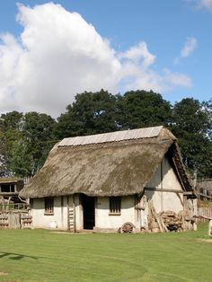 The community house Medieval Houses, Medieval Life, Fantasy Village, European People, Timber Homes, Community Housing, Wargaming Terrain, Viking Art, Thatched Roof