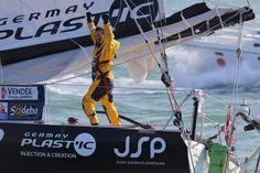 Alessandro Di Benedetto sur Team Plastique (Photo de JEAN-MARIE LIOT / DPPI / VENDEE GLOBE 2012-2013)