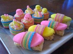 How to make Marshmallow Peeps sushi -- ideal for your next Easter gala Easter Peeps, Easter Treats, Easter Stuff, Easter Candy, Happy Easter, Easter Recipes, Holiday Recipes, Easter Desserts, Yummy Recipes