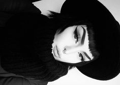 *buys a new hat and instantly turns into a black and white film lady*