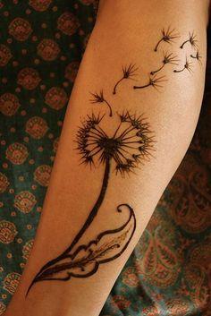 Tatouage pissenlit : idées de dessins de la plante à vœu - 26