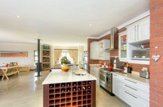 Farmstyle home with extensive views on to the green belt and a mere 5 minute walk to the world class clubhouse / gym & restaurant is an absolute gem! Downstairs comprises of an open plan Gourmet kitchen with gas stove, separate scullery / pantry, lounge and dining room. All of the above enjoying reticulated gas under floor heating