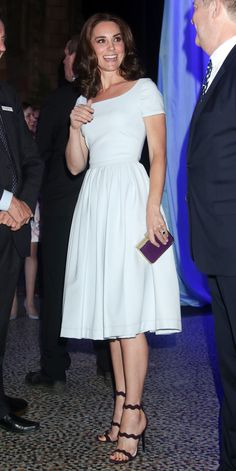 Kate Middleton is a Real Fashionista – 20 Beautiful Photos to Prove it Kate Middleton Outfits, Kate Middleton Stil, Princesa Kate Middleton, Estilo Real, Royal Fashion, Petite Fashion, Curvy Fashion, Fall Fashion, Style Fashion