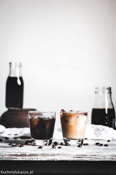 """Cold brew, to nic innego jak kawa """"parzona"""" na zimno. Prosto i orzeźwiająco - to co lubię. Cold Brew, Brewing, Latte, Alcoholic Drinks, Coffee Maker, Wine, Food, Coffee Maker Machine, Coffee Percolator"""
