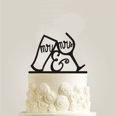 Feature: - Simple and elegant - Great for wedding or anniversary cake. - Decoration on the main cake or the centerpiece of cupcake display. Material: Acrylic Approx. Size: 15 x 13cm Color: Black
