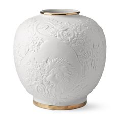 Lion Relief Ceramic Vase If you're looking for luxury gifts to surprise your love, look no further than these 5 ultra-indulgent ideas for a Valentine's Day surprise. Ceramic Design, Ceramic Decor, Ceramic Vase, Console Table Styling, Luxury Homes Interior, High Jewelry, Vases Decor, Luxury Gifts, Flower Vases