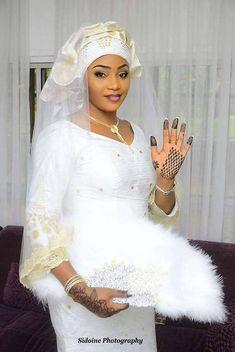 La mariée African Wedding Attire, Muslim Wedding Dresses, Bridal Dresses, African Dresses For Women, African Print Dresses, African Fashion Dresses, Kente Styles, Girl Hijab, African Outfits