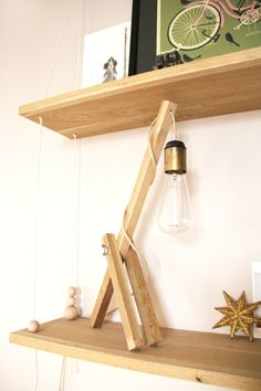 desk lamp diy with only 3 pieces of wood Home Diy, Furniture Diy, Diy Lanterns, Wooden Diy, Diy Lamp, Diy Déco, Desk Lamp Diy, Diy Lighting, Diy Decor