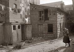 1902 tenement backyard
