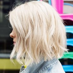 Equal parts chic and casual, a wavy bob (like @loreleio's) can work dressed up for a special occasion or dressed down for a lazy afternoon. Follow the link in our bio (or visit beauty.birchbox.com) to see how to create her favorite soft waves. ✨ P.S. Our next stop on the #BirchboxInMyCity tour is #Chicago! Get all the details at Birchbox.com/RoadTrip and come meet @loreleio IRL this weekend!