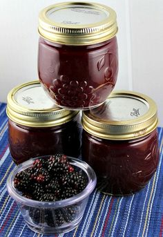 Homemade Seedless Blackberry Preserves Recipe- Been looking for this! We have SO many blackberries and have been wanting to make blackberry seedless jam and jellies! Jelly Recipes, Jam Recipes, Canning Recipes, Dessert Recipes, Italian Recipes, Canning Tips, Desserts, Recipies, Dessert Healthy