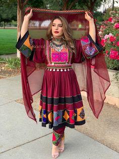 Fancy Dress Design, Stylish Dress Designs, Frock Design, Stylish Dresses, Pakistani Fashion Party Wear, Pakistani Wedding Outfits, Simple Pakistani Dresses, Pakistani Dress Design, Afghani Clothes