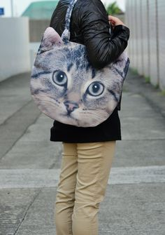 if someone got me this for Christmas, I would probably love them forever. :) Cat tote from Benwinewin on Etsy!