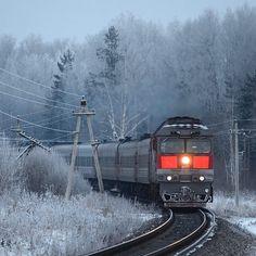 Доброе утро! #Россия #фотодляроссии #поезд #мороз #риамо #ржд #железнаядорога #russia #photorussia #rzd #russianrailways #Russiamylove #winter #trains #train_nerds #trb_express #trains_worldwide #railway #railroad #railway_nerds #railways_of_our_world #instaphoto #instatrain #nikon #nikonphoto_ #nikonrussia #rutraincom by alexanderkiseleff