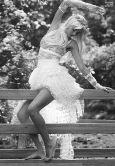 Miranda Kerr Wears the Laurel Wreath, By Sebastian Faena For V Magazine Fall 2013 - 3 Sensual Fashion Editorials V Magazine, Miranda Kerr Feet, Sebastian Faena, Australian Models, Most Beautiful Women, Beautiful People, Editorial Fashion, Fashion Beauty, Female Fashion