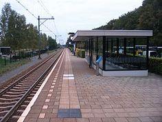 Station #Dalen ligt in Dalen aan de spoorlijn #Zwolle – #Emmen. Het station werd geopend op 1 november 1905. Na in 1950 te zijn gesloten werd het in 1987 heropend.