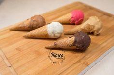 Un desert înghețat în formă de cornete, umplute cu înghețată caldă, ideală pentru copiii, dar nu numai. La Marco Cremeria le găsiți în diferite culori, deci le puteți alege în funcție de stare smile emoticon Gustă fericirea la Cremeria Marco!