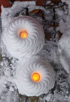 Snow Lights made with a bundt pan. Christmas Lanterns, Green Christmas, Outdoor Christmas, Christmas Time, Christmas Crafts, Christmas Decorations, Ice Crafts, Diy And Crafts, Winter Fun