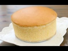 This Japanese cotton cheesecake is our attempt at recreating the famous Uncle Tetsu cheesecake. Chinese Cheesecake, Japanese Cotton Cheesecake, Japanese Cheesecake Recipes, Food Cakes, Cupcake Cakes, Vanilla Sponge Cake, Sponge Cake Recipes, Chinese Sponge Cake Recipe, Cake Recipes From Scratch