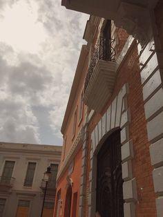 Fachada edificio y balcon. Paseo Amor en Ponce PR