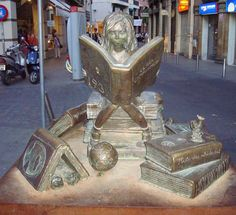 Reading statues