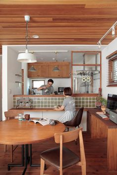 10 Kitchen Layout Mistakes And 30 Open Concept Kitchens (Pictures of Designs & Layouts) - Di Home Design Kitchen Sets, Kitchen Layout, Home Decor Kitchen, Interior Design Kitchen, Home Kitchens, Japanese Home Decor, Japanese House, Japanese Kitchen, Cafe Interior Vintage