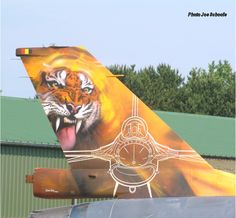 A second helping of Tiger Paint Scheme Aircraft: I just love it when fighter jets (or any other aircraft for that matter) are painted in. F 16 Falcon, Flying Vehicles, Airplane Decor, Tiger Painting, Earl Moran, Aircraft Painting, Nose Art, Aviation Art, Paint Schemes