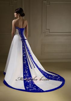 Beautiful pictures white and royal blue wedding dresses that inspire us Wedding Gown Images, Red Wedding Gowns, Wedding Gown A Line, Colored Wedding Dresses, Perfect Wedding Dress, Bridal Gowns, Dress Wedding, Bridal Shoes, Wedding Ceremony
