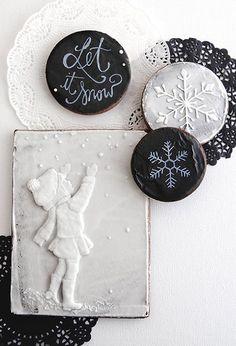 Black and white cookies Galletas Cookies, Xmas Cookies, Iced Cookies, Cute Cookies, Sugar Cookies, Gingerbread Cookies, Cookie Frosting, Royal Icing Cookies, Cupcakes