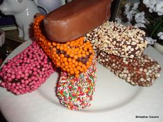 Hand-dipped ice cream bars with create-your-own toppings at California Adventure, Disneyland Dining, Disneyland Tips, Dips Ice Cream, Epcot Food, Disney Nerd, Disney California Adventure, Icecream Bar, Wine Festival, Disney And Dreamworks