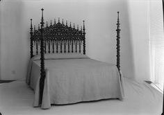 Mobiliário - cama. Fotografia sem data. Produzida durante a actividade do Estúdio Mário Novais: 1933-1983.  [CFT003.031841.ic]