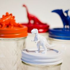 Cheap plastic dinosaur party favors take on a new life when glued to mason jar tops and spray painted. Complete tutorial included.