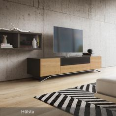 Die minimalistische Einrichtung des Wohnzimmers harmoniert mit dem soliden Look…