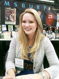 interview with Sarah J Maas about Throne of Glass and Court of Thorns and Roses.