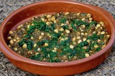 Espinacas con Garbanzos (chickpeas and spinach) is a traditional dish in southern Spain, full of the rich flavors of paprika and garlic. Chopped Spinach, Vegan Gluten Free, Vegan Vegetarian, Spanish Stew, Mexican Dinner Party, Hispanic Kitchen, Daniel Fast, Mexican Dishes, Chickpeas