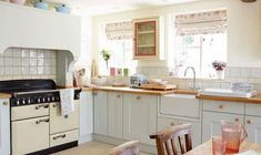 English Cottage Kitchen Decor - Home decorating is easier than you may believe and the kitchen is the most popular room in t Country Cottage Kitchen, Home, Kitchen Cabinets, Cottage Renovation, Kitchen Decor, Kitchen, Country Kitchen, Kitchen Dining, Shabby Chic Kitchen