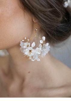 Very cute white flowers earrings