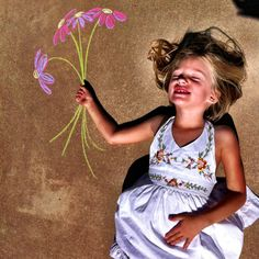Missing the person who taught you to draw sunshine on the sidewalk,. Chalk Photography, Creative Photography, Chalk Pictures, Fathers Day Photo, Chalk Design, Foto Fun, Perspective Photography, Sidewalk Chalk Art, Chalk Drawings